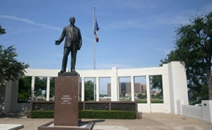 George Bannerman Dealey, Dealey Plaza, statue of the powerful business mogul